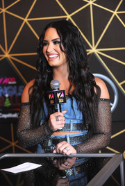 Demi Lovato attended Z100's Jingle Ball 2017 wearing some stackable rings.