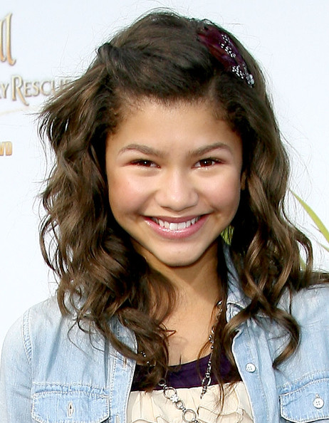 Zendaya Coleman Long Wavy Cut [tinker bell and the great fairy rescue,hair,hairstyle,facial expression,smile,long hair,beauty,chin,brown hair,forehead,blond,zendaya coleman,beverly hills,california,disney,screening,screening]