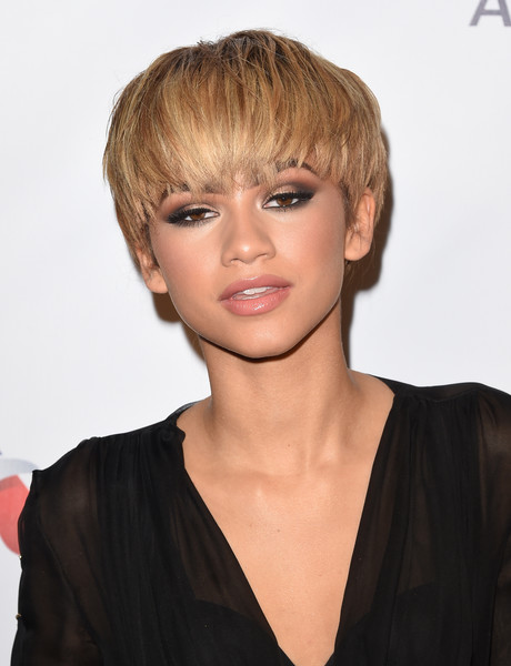 Zendaya Coleman Smoky Eyes [hair,hairstyle,face,blond,chin,bangs,crop,pixie cut,human,bob cut,zendaya,grammy,the theatre at the ace hotel,california,los angeles,universal music group,party,arrivals,party]