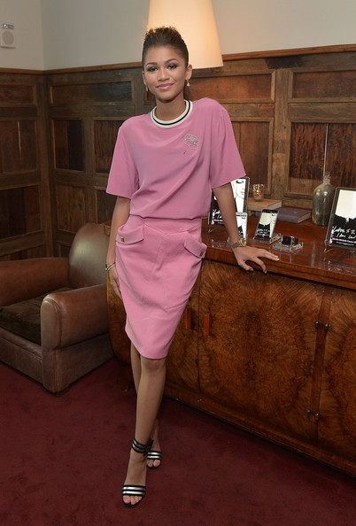 Zendaya Coleman T-Shirt [clothing,pink,fashion,purple,dress,shoulder,fashion design,shoe,flooring,magenta,samsung galaxy,letters to the men i have loved book launch dinner,letters to the men i have loved book launch dinner,los angeles,california,zendaya]