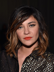 Jessica Szohr's bright red-orange lipstick really perked up her beauty look.