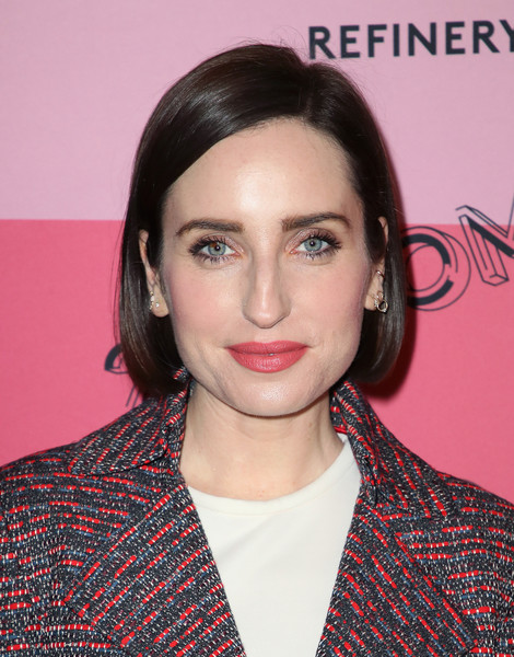 Zoe Lister Jones Bob [hair,face,hairstyle,eyebrow,lip,beauty,chin,forehead,premiere,brown hair,refinery29,reality,los angeles,29rooms,california,the reef,arrivals,zoe lister-jones]