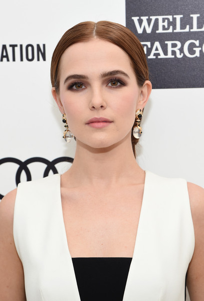 Zoey Deutch Smoky Eyes [eyebrow,beauty,hairstyle,chin,jewellery,fashion model,forehead,shoulder,neck,eyelash,arrivals,zoey deutch,elton john aids foundation oscars viewing party,part,california,los angeles,elton john aids foundation academy awards viewing party]