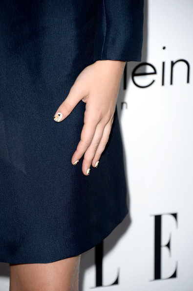 Zoey Deutch Nail Art [clothing,black,blue,dress,waist,fashion,electric blue,denim,neck,jeans,zoey deutch,20th annual women in hollywood celebration - arrivals,beverly hills,california,four seasons hotel,los angeles,elle,fashion detail,20th annual women in hollywood celebration]