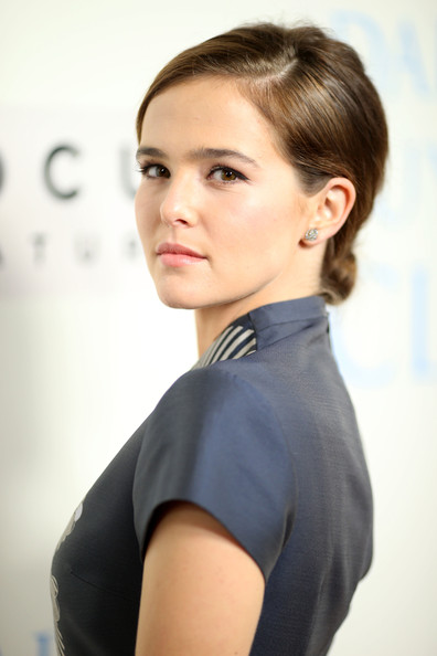 Zoey Deutch Chignon [dallas buyers club,hair,face,hairstyle,shoulder,chin,eyebrow,beauty,blond,cheek,lip,zoey deutch,beverly hills,california,focus features,red carpet,academy of motion picture arts and sciences,premiere,premiere]