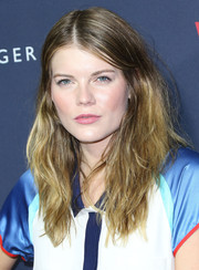Emma Greenwell styled her locks in a center part with mussed-up waves for the Zooey Deschanel and Tommy Hilfiger collection debut.