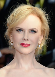Nicole Kidman made her lovely fair skin look flawless and glowing with a deep pink shade on her lips.