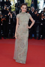 Saadet Aksoy chose a lovely and romantic red carpet look when she wore this high-collar, capped-sleeve beaded lace gown.