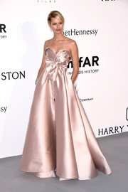 Karolina Kurkova looked very princess-y at the amfAR Cinema Against AIDS Gala in a blush-colored Alexis Mabille Couture strapless gown with a foldover bustline and a bowed waist.