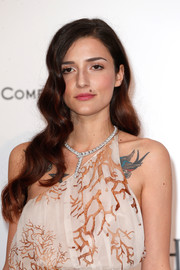 Eleonora Carisi attended the amfAR Cinema Against AIDS Gala wearing her hair down in sweet waves.