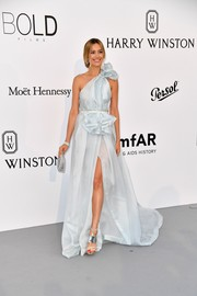 Petra Nemcova looked heavenly in a baby-blue Celia Kritharioti Couture one-shoulder gown with ruffle detailing at the amfAR Gala Cannes 2017.