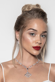 Jasmine Sanders finished off her beauty look with a bold red lip.