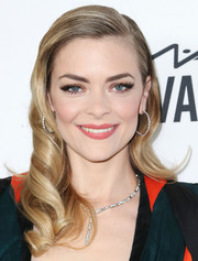 Jaime King added extra glitz with a diamond Y-drop necklace, also by Harry Winston.