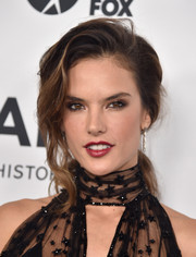 Alessandra Ambrosio looked fab at the amfAR Inspiration Gala wearing a teased, wavy ponytail.