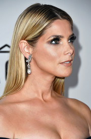 Ashley Greene kept it simple yet elegant with this loose straight hairstyle at the amfAR Gala in Los Angeles.
