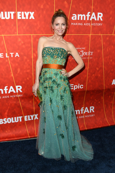 Leslie Mann looked fabulous in an intricately embellished strapless gown by Reem Acra at the amfAR Gala Los Angeles 2018.