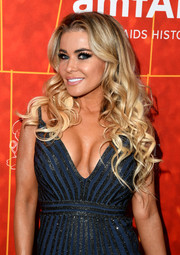 Carmen Electra channeled Barbie with this long curly 'do at the amfAR Gala Los Angeles 2018.