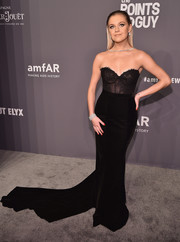 Kelsea Ballerini looked gorgeous and glam in a strapless black corset gown by Galia Lahav at the 2019 amfAR New York Gala.