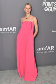 Karolina Kurkova looked simply lovely in a strapless pink gown by Oscar de la Renta at the 2019 amfAR New York Gala.