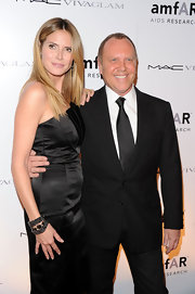 Michael Kors kept things classic with a black sold tie and suit.