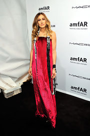 Forever fearless, SJP rocked this artistic fuchsia gown for the NY amfAR Gala.