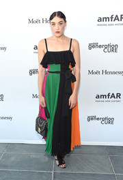 Mia Moretti paired her cute dress with an embellished chain-strap bag.