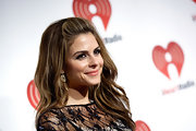 Maria Menounos wore a pretty, deep golden apricot lipstick at the iHeartRadio Music Festival.