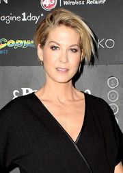 Jenna Elfman went edgy with this layered razor cut at the Imagine1day Gala.