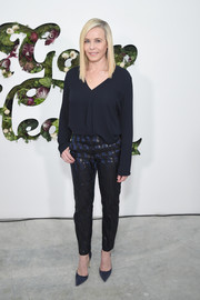 Chelsea Handler kept it simple in a loose navy blouse at the In goop Health Summit.