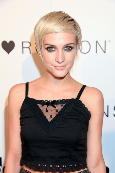 More Pics of Ashlee Simpson Short Straight Cut (1 of 10) - Ashlee Simpson Lookbook - StyleBistro