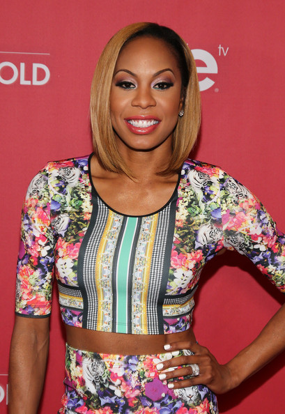 More Pics of Sanya Richards-Ross Medium Straight Cut (2 of 37) - Shoulder Length Hairstyles Lookbook - StyleBistro