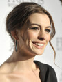 Anne Hathaway Adam Shulman engaged