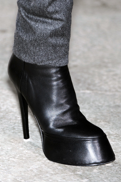 A.F. Vandevorst at Paris Fall 2009 (Details)