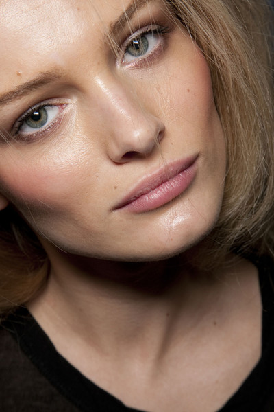 Dolce & Gabbana Fall 2011 - Backstage