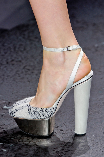 Giambattista Valli Fall 2012 - Details