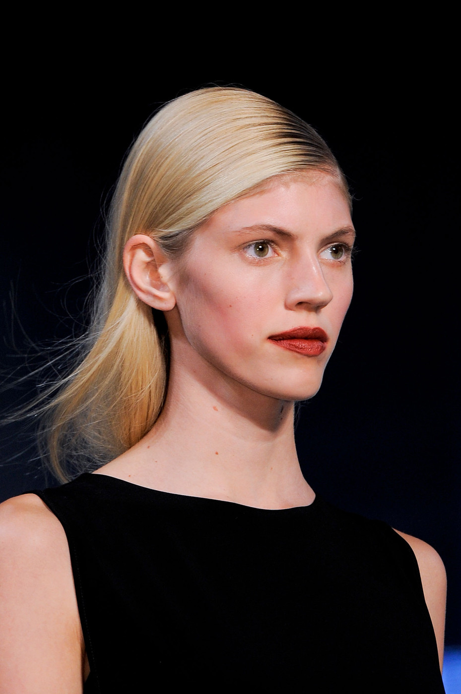 How to Nab Sleek Strands Without Looking Greasy the Helmut Lang Way