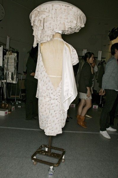 Hussein Chalayan Spring 2007 - Backstage