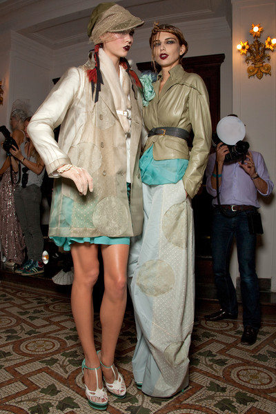 John Galliano Spring 2011 - Backstage