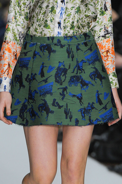 Kinder Aggugini at London Fall 2012 (Details)
