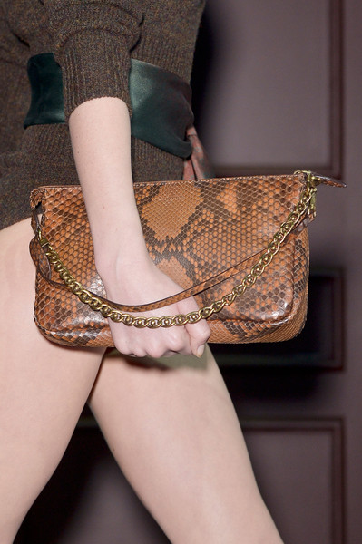 http://www4.pictures.stylebistro.com/it/Louis+Vuitton+Fall+2013+Details+31nUU3TJjp5l.jpg