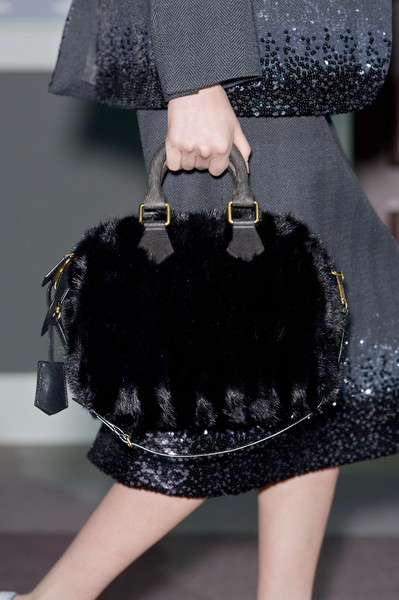 http://www4.pictures.stylebistro.com/it/Louis+Vuitton+Fall+2013+Details+7rWyZHHveOyl.jpg