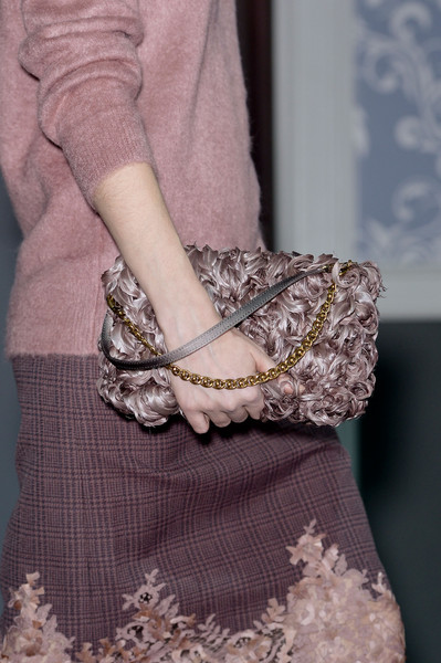 http://www4.pictures.stylebistro.com/it/Louis+Vuitton+Fall+2013+Details+n4SwoWFNku6l.jpg
