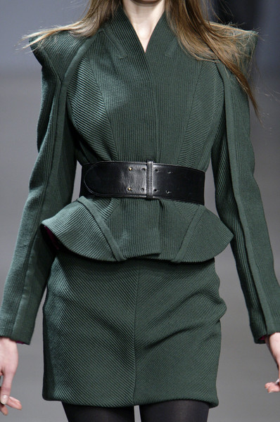Valentin Yudashkin at Paris Fall 2010 (Details)