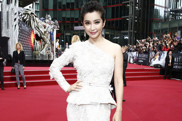 Li Bingbing's One-Shoulder Gown