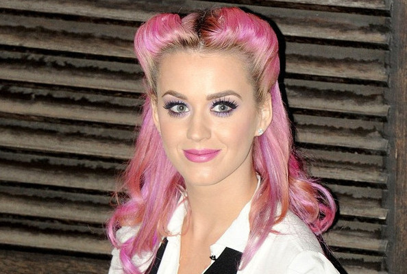 Katy perrys retro reverse roll do it yourself how to get do it yourself how to get hollywoods best hairstyles at home solutioingenieria Gallery