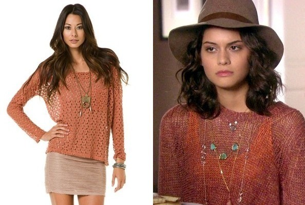 Sofia Black-D'Elia's Rust Sweater on 'Gossip Girl'