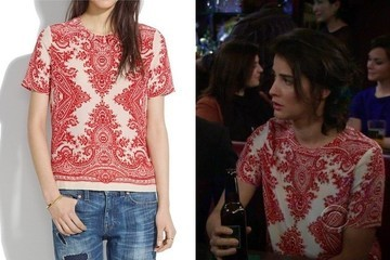 Cobie Smulders's Paisley Print Silk T-Shirt on 'How I Met Your Mother'