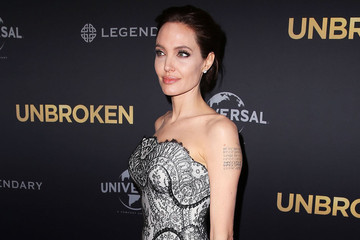 Look of the Day: Angelina Jolie's Lace Gown