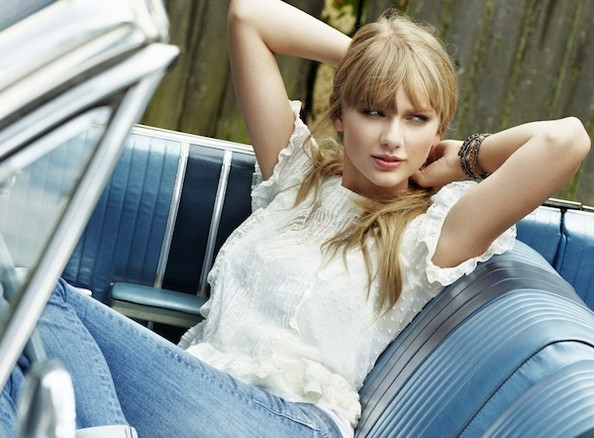 Sneak Peek: Taylor Swift Covers 'Cosmopolitan' + Dishes Out Relationship Wisdom