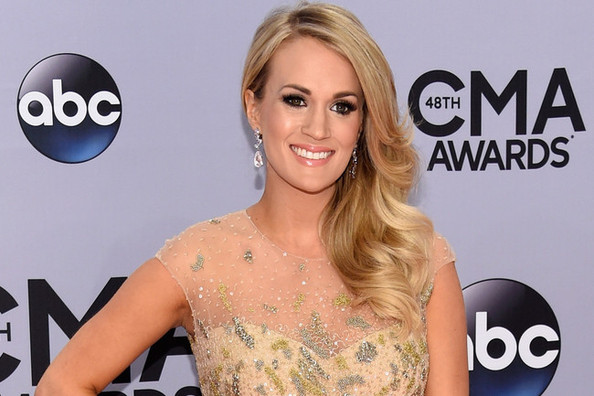 """Carrie Underwood On Doing Her Own Hair and Makeup: """"It's Almost Therapeutic!"""""""